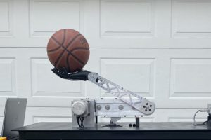 Robotic Basketball Throwing Arm powered by Servo Drive