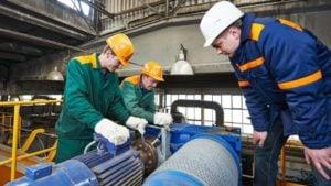 STO machine maintenance workers